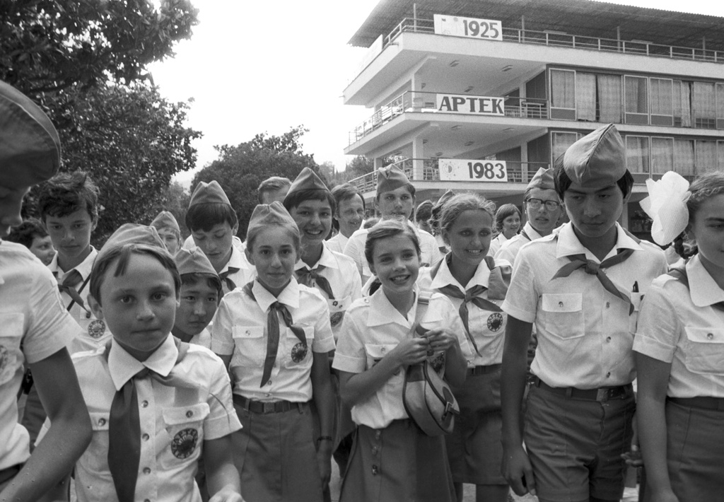 """U.S. girl Samantha Smith in Artek"". U.S. girl Samantha Smith (center) visiting the USSR upon the invitation of General Secretary of the Central Committee of CPSU Yuri Andropov in all-Union Artek pioneer camp."